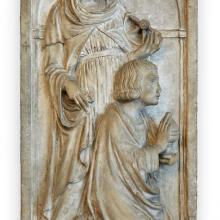 Alceo Dossena (Cremona 1878 – Roma 1937) Santa Caterina d'Alessandria e un donatore, inizio sec.XX Marmo bianco, cm.128x66x21